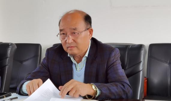 学校召开党委理论学习中心组学习会议