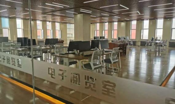 图书馆电子阅览室开放啦!