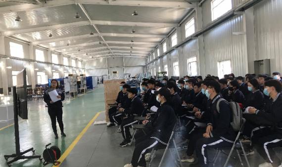 """""""对着真实技术练""""—2019级机械专业学生开始金工实习"""