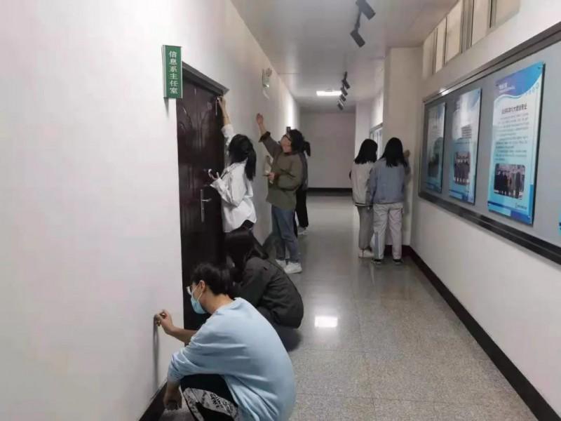 3、信息与控制工程系组织开展教室志愿清扫行动 (3)