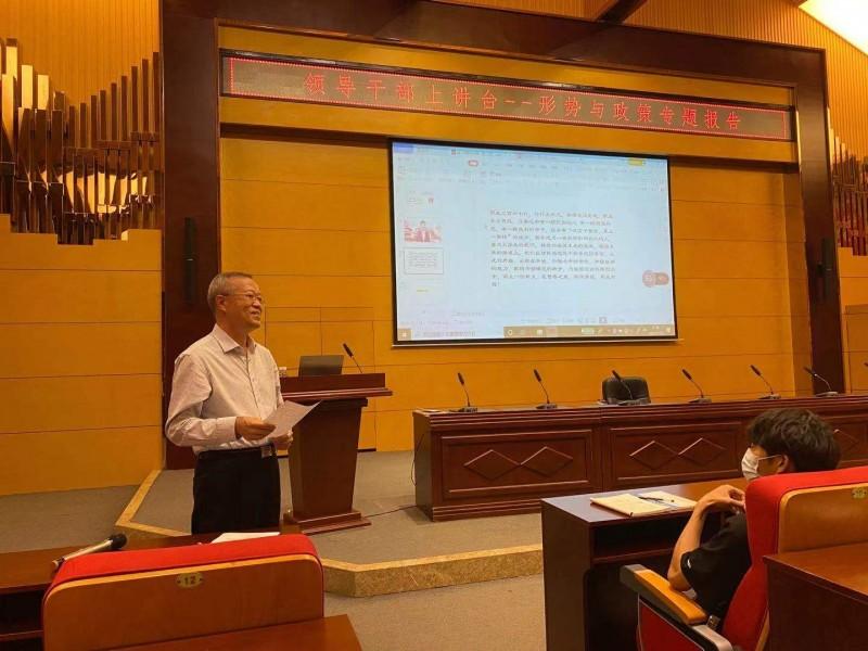 党委副书记 院长温景文为大学生讲授思政课3