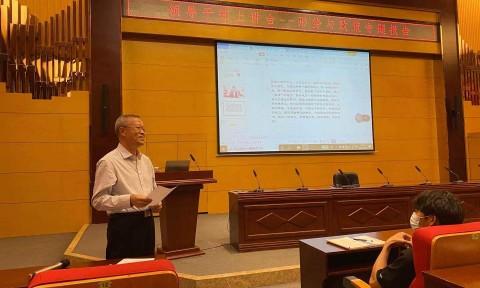 党委副书记、院长温景文为大学生讲授思
