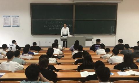 党委书记崔景懿为机械工程学院学生讲授