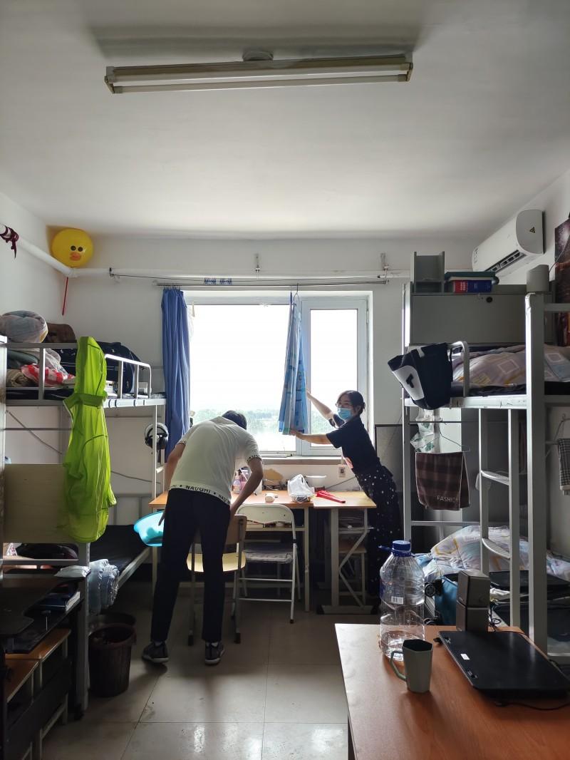 11、信息与控制工程系开展暑期学生离校寝室安全和教室卫生检查工作 (4)