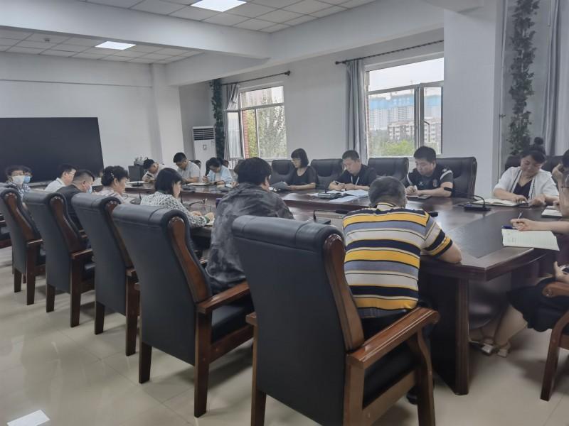 1、学校召开新学期安全工作会议 (1)