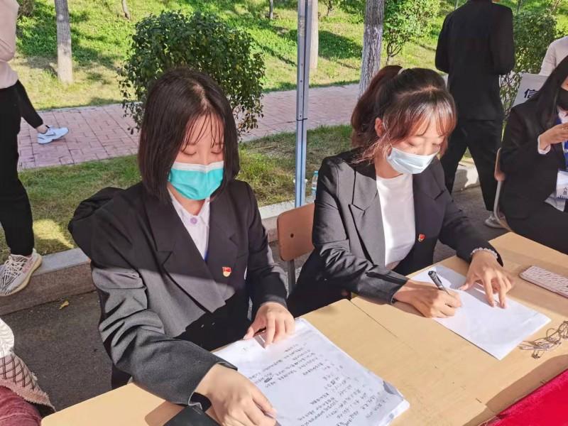 9、信息与控制工程系学生党员参与返校迎新志愿服务工作  新闻稿